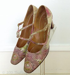 Vintage Painted Leather Women's Shoes 1960s (thisbluebird) Tags: vintage vintageshoes leathershoes 1960sshoes thisbluebird paintedleathershoes