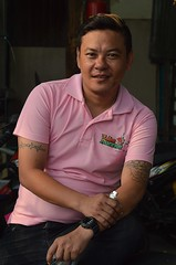 young man with a pink shirt and a blond wave in his hair (the foreign photographer - ) Tags: pink man shirt portraits hair thailand nikon bangkok young wave blond bang seated bua khlong bangkhen d3200