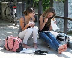 Togliti scarpe e calzini e... (sirio174 (anche su Lomography)) Tags: barefoot piedinudi pausa erba grass amici friends svizzera switzerland cicloturismo soletta solothurn