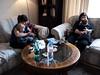 Pauline, Myriam et les enfants (Dahrth) Tags: baby london mother mothers livingroom londres salon bébé mère mères microfourthirds panasoniclumixgf1 lumix20mm 20mmpancake gf120 lumixmicroquatretiers lumixμ43