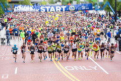 2016 Riverbank Run 25k Start (Rudy Malmquist) Tags: mi race start downtown michigan grand running run line rapids gr riverbank 53 starting 25k