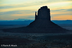 Monument Valley, Arizona, US (Flvio Photography) Tags: arizona sunrise us unitedstates monumentvalley ano 2012 estadosunidos rockformation grandcircle oljatomonumentvalley