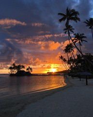 A very Fiji sunset | Photography by @nath02mos on IG (manbeachrm) Tags: blue sunset pordosol orange cloud sun silhouette skyline clouds sunrise landscapes sundown horizon natur sunsets puestadesol naturelovers naturelover   sunsetporn skyporn skylovers natureperfection sunsetstream landscapelovers instasky landscapecaptures trbsunsetsfx piclogy