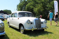 1958 Mercedes Benz 180 (Davydutchy) Tags: records netherlands juni mercedes benz book nederland parade guinness 180 mercedesbenz longest paysbas mb jansen attempt ponton overijssel niederlande w123 worldrecord balkbrug 2016 autobedrijf
