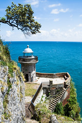 Faro de El Caballo (cvielba) Tags: faro caballo mar cabo acantilado cantabria santoa