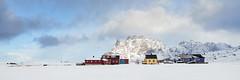 Village d'Utakleiv [ les Lofoten ~ Norvge ] (emvri85) Tags: houses winter snow mountains norway zeiss village maisons assemblage hiver neige lofoten montagnes norvge nordland leefilters panormamique