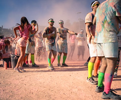 Look at me guys (PMTN) Tags: pink people orange green ass portugal boys colors girl sunglasses yellow socks race cores pessoas legs runners pernas corrida coimbra meias rapariga culosdesol rapazes colorrun