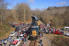 CSX Santa Train 2013 (Peyton Gupton) Tags: railroad mountain river virginia kentucky dante stpaul railway coal hopper csx coppercreek dungannon kingsport mountainous boody csxt holston sd403 coalcountry clinchfield csxsantatrain fortblackmore