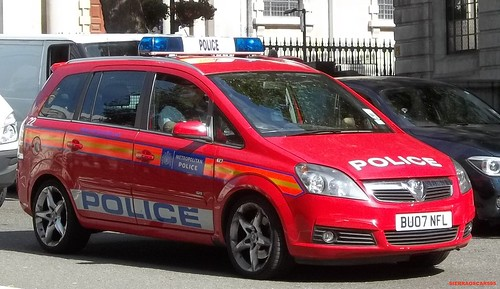 Metropolitan police-Vauxhall zafira-Diplomatic protection group incident response vehicle-BU07 NFL-22