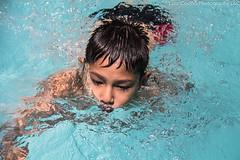 IMG_0122-2-retocada (luizdscoelho1000) Tags: retrato humor pablo piscina jardim sorriso criana japones afilhado aprendizado janete nataao
