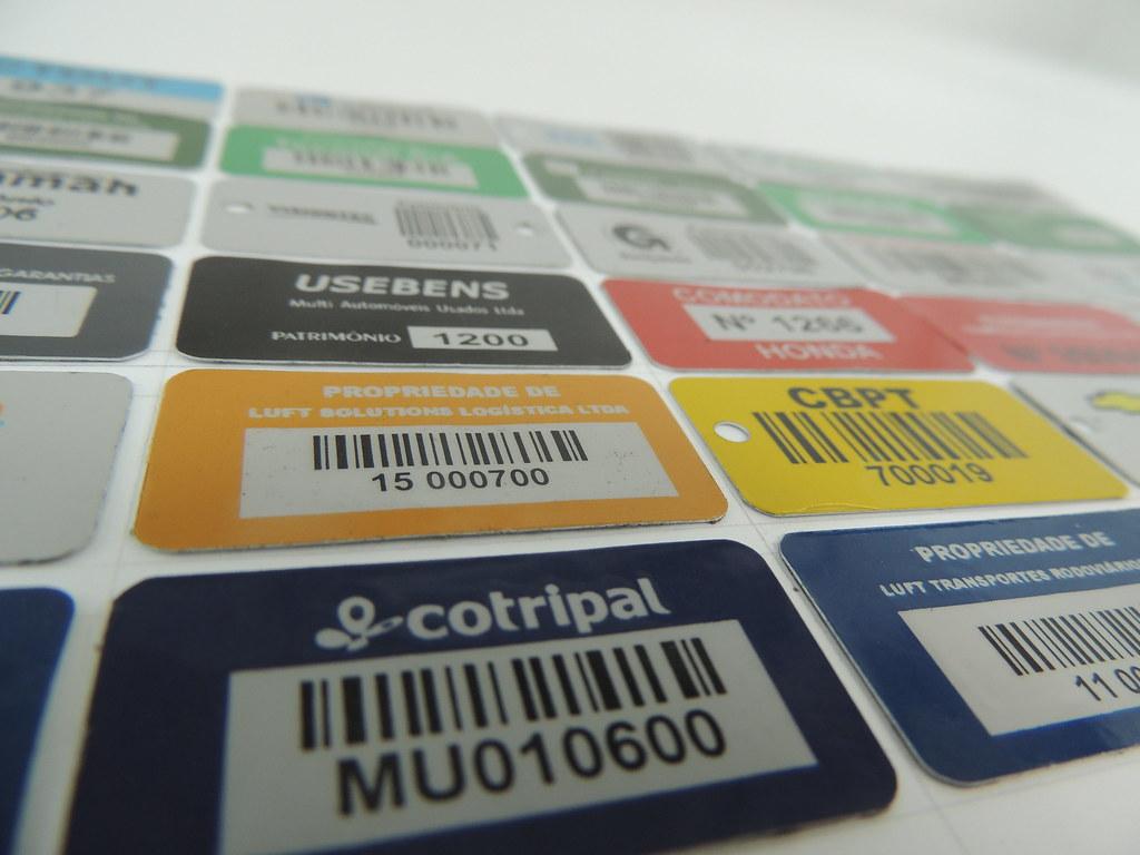ea4594c9ee0f6 Soluções Patrimoniais (Emplaca Automação e Tecnologia LTDA) Tags  visual  placa pintura placas estante