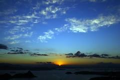 le chemin vers le Monde des Morts (Umbrae Galeria) Tags: sea sun mer sol soleil mar twilight meer mare shadows ombre dmmerung sole crpuscule sonne  schatten   ombres crepsculo oscuridad crepuscolo sj skygger skumringen procvratormeafecit