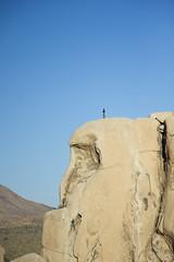 Climbers on Intersection Rock (Joshua Tree National Park) Tags: california rock nationalpark desert cam joshuatree boulder climbing mojave intersection rockclimbing hiddenvalley climbers joshuatreenationalpark