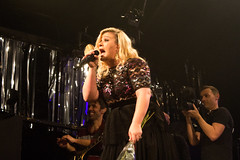 Kelly Clarkson (redrospective) Tags: gay music london club laughing concert heaven live blond singer blonde kellyclarkson valentinesday americanidol interaction heavennightclub 2015 secretshow bahaha gaygay valentinesnight 0749 february2015