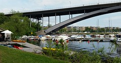 2016-05-28_12-49-58 (MadPole) Tags: bridge marina kayak arch sweden stockholm bron vsterbron arched