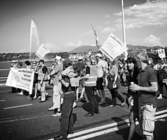 Geneva marching (Eric_G73) Tags: lake water fountain switzerland march geneva union protest genve manif manifestation jetdeau lakegeneva syndicat