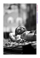 Camino de perfeccin (Chema Concellon) Tags: sunset blackandwhite espaa blancoynegro easter atardecer spain europa europe dof arte valladolid escultura desenfoque paso cristo turismo ocaso cultura fotgrafo jess semanasanta 2012 tradicin castilla fotografa talla entierro escultor jesucristo procesin hollyweek castillaylen cristoyacente religin yacente devocin cofrada imgen imaginera sbadosanto santoentierro gregoriofernndez chemaconcelln maderapolicromada imaginero trasladocristoyacente desenfoqueselectivo pasoprocesional valladolidcofrade