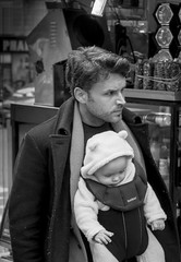 I will be your father figure (Ludo_Jacobs) Tags: street baby paris dad candid strasse father vater
