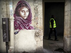 la petite afghane aux yeux verts (YOUGUIE) Tags: sharbatgula stevemccurry nasti paris streetart collages pasteup graff graffiti nationalgeographic photo petiteafghaneauxyeuxverts wheatpaste