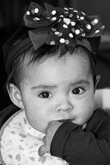 Te veo - Reto Retrato Hiper Expresivo (Gayoausius) Tags: portrait bw baby cute eye blancoynegro beautiful children gente retrato interior bebe bella nio monocromtico 7dwf