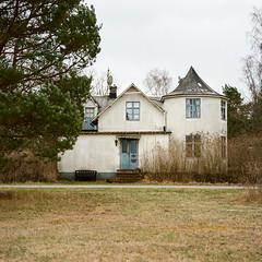 White House - Porta 160VC exp* (magnus.joensson) Tags: zeiss kodak sweden swedish 100mm spooky hasselblad porta 160vc planar land exp 500cm