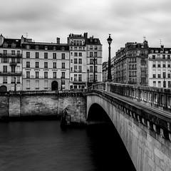 Pont de la Tournelle (oliver.kratzke) Tags: blackandwhite bw white black paris france long exposure squared laseine xt1