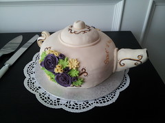 124 (Doe Eyed) Tags: cake bridalshower tea teapot hightea fondantcake