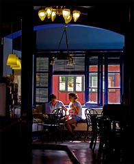 Converses de parella / Couple talk (SBA73) Tags: love bar cafe couple pareja amor secret catalonia girona catalunya local amore catalua caf catalogna katalonien catalogne robat parella girons robado intim