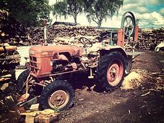 Old machine 29 (baer99) Tags: traktor holz metall hdr bandsge iphone5 mammothfilter