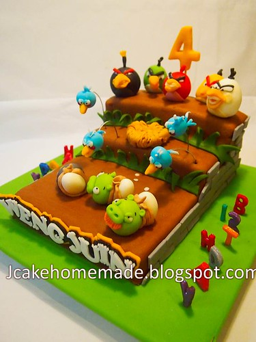Magnificent Angry Birds Birthday Cake A Photo On Flickriver Funny Birthday Cards Online Elaedamsfinfo