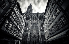 Cathdrale Notre-Dame de Strasbourg (Philipp Klinger Photography) Tags: door longexposure houses windows sky bw cloud white house motion black france church window architecture clouds facade dark de point vanishingpoint blackwhite nikon