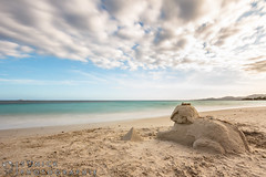 Sphinx (Sonick Photographie) Tags: mer sphinx turquoise sable bleu ciel nuages paysage vision:beach=0895 vision:sunset=0625 vision:outdoor=0806 vision:ocean=0552 vision:sky=0982 vision:clouds=0849