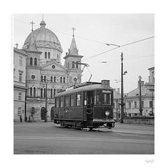 Charming vintage tram (bolas) Tags: urban church zeiss square tram poland plus neopan 100 agfa ikon acros lodz łódź tenax lilpop duoscan ultrafin t1200