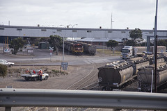 G&W905 Pushing Wheat to Export Loader (oz_lightning) Tags: people urban cars truck buildings coast industrial diesel transport tracks australia trains goods sa aus railways southaustralia freight levelcrossing portlincoln eyrepeninsula canonef24105mmf4lisusm polarisingfilter canon6d