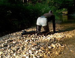 IM005377 (hymerwaders) Tags: mud boots stones steine thigh overknee pvc schlamm stiefel