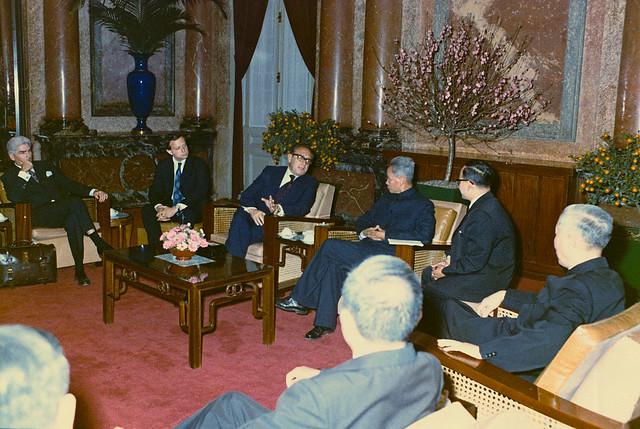 HANOI 1973 - HENRY KISSINGER gặp Thủ tướng Bắc Việt Phạm Văn Đồng trong khi đang ở Hà Nội (ngày 10-2-1973, tức mùng 8 Tết Quý Sửu)