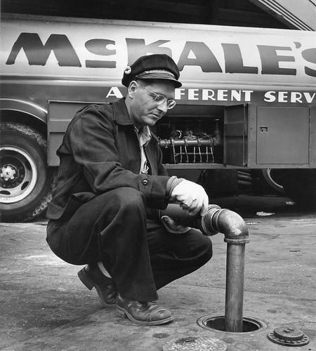 Male Tankhauler / Conducteur de camion-citerne