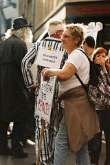Protesparade (Gwenal Piaser) Tags: street brussels color film backlight analog canon photography eos prime iso200 reflex october fuji belgium belgique superia protest 85mm bruxelles 200asa 200iso demonstration negative fujifilm usm 135 fullframe rue brussel canoneos couleur contrejour manif octobre argentique negatif 2014 eos50e fujicolor fujisuperia200 superia200 c41 fightback 85mmf18 24x36 canoneos50e canonelaniie elaniie ef85mm fujicolorsuperia ef85mmf18usm canonef85mmf18usm ef85mmusm unlimitedphotos canonef85mm118usm gwenaelpiaser protestparade eos55p canoneos55p wesayfightback theysaycutback saycut autrit