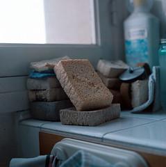 Eponges (Odiurr Benave) Tags: mamiya kodak sponge portra f28 160 80mm ponge mamiyasekor