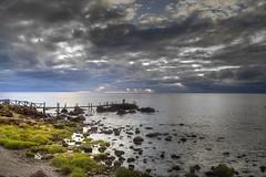 Reflejos sobre el agua . (Ariel NZ) Tags: uruguay atardecer muelle mar reflejo pesca piriapolis