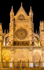 DSC2998 Fachada Sur de la Catedral de Santa Mara de Regla, siglo XIII, en Len (ramonmunoz_arte) Tags: de catedral len vidrieras claustro sepulcro
