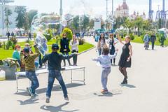 DSC_0337 (sergeysemendyaev) Tags: show children fun happy spring russia adler bubbles iridescent olympicpark sochi 2016   bigbubbles         sochiautodrom soapbubblesshow