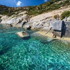 E se oggi si andasse a fa due tuffi a #pomonte? Bellissimo scatto di @paoloclich. Continuate a taggare le vostre foto con #isoladelbaapp il tag delle vostre #vacanze all'#isoladelba. http://ift.tt/1NHxzN3  (isoladelbaapp) Tags: rio marina elba porto di campo azzurro portoferraio marciana isoladelba capoliveri visitelba