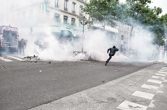 Paris - Grève Génèral (Melissa Favaron) Tags: paris riot police gas etudiant parigi polizia studenti sciopero clashes feriti blackblok scontri lacrimogeni anarchici blessés scioperogenerale scioperonazionale grevegeneral loidutravail grevenational