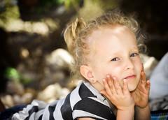 in posa (Andrea Zille) Tags: sardegna monteirveri golfodiorosei calagonone ritratti portraits visi bimbi volti primipiani espressioni bambini