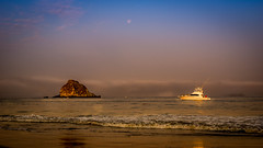 Amanecer en la playa (Ramon Borquez) Tags: morning light sea moon maana beach fog mxico sunrise 50mm gold dawn luces boat mar playa luna amanecer ixtapa dorado bote guerrero bruma