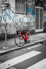 Lone red bike (Andrey Gavrish) Tags: street bw italy white black milan nikon italia milano graphity lombardy d300 redbike