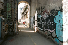 Manhattan Bridge (Oak217) Tags: film analog graffiti manhattanbridge gothamist contaxg2 contaxgzeiss28mmf28biogon