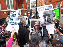 PQ220083 Julian Assange releases statement on Ed Snowden from Ecuadorean embassy  22.06.2013 (pete riches) Tags: signs london dreadlocks poster ecuador chelsea unitedkingdom cia surveillance prism police gb banners anonymous deathpenalty snowden pentagon sanctuary placards usarmy execution prosecution ntn nsa statedepartment peaceactivist whistleblower metpolice gchq whistleblowing hanscrescent catholicworker rafaelcorrea swedishgovernment politicalasylum wikileaks ciaronoreilly peacecampaigner viennaconvention ecuadorembassy julianassange assange peteriches freebradleymanning bradleymanning cablegate edsnowden rapeallegations swedishprosecutor nuestratelenoticias