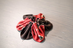 (pensamientosencoloresprimarios) Tags: flowers flores fabric decor kanzashi